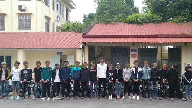 CSGT ngăn chặn 21 thanh thiếu niên đi xe máy lạng lách, bốc đầu