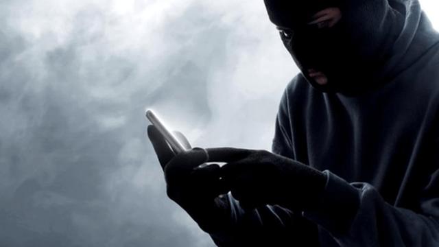 Bị giật điện thoại nhưng được tên cướp trả lại, nạn nhân bất ngờ vì lý do của hắn