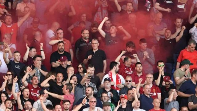 Xe chở cầu thủ Real bị CĐV Liverpool tấn công