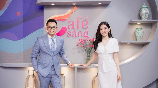 """MC Đức Bảo dẫn """"Cafe sáng"""" cùng á hậu xinh đẹp"""