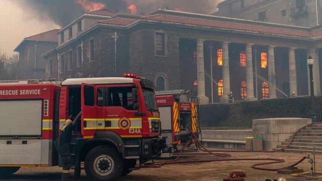 Cháy rừng ở Nam Phi, thiêu rụi thư viện cổ Đại học Cape Town