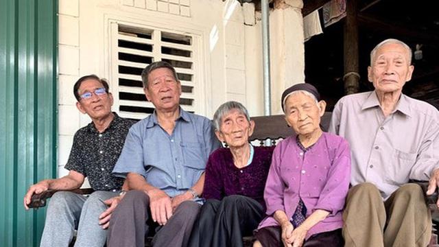 Bí quyết sống khoẻ của 5 chị em ruột tuổi trung bình hơn 90 ở Hà Tĩnh