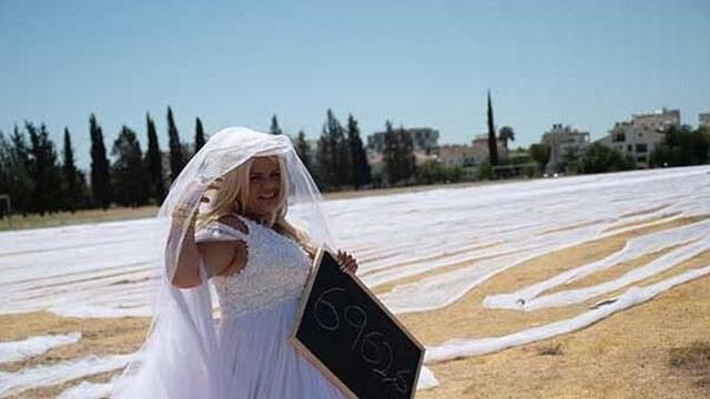 Choáng với cảnh tượng cô dâu đeo khăn voan cưới dài gần 7km
