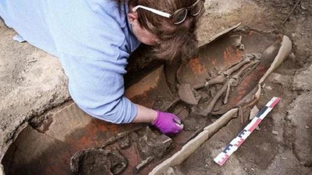 Phát hiện rùng mình tại 'thành phố của người chết' cổ đại trên hòn đảo Pháp