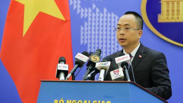 Việt Nam lên tiếng việc tàu sân bay và tàu đổ bộ tấn công của Trung Quốc tiến vào Biển Đông