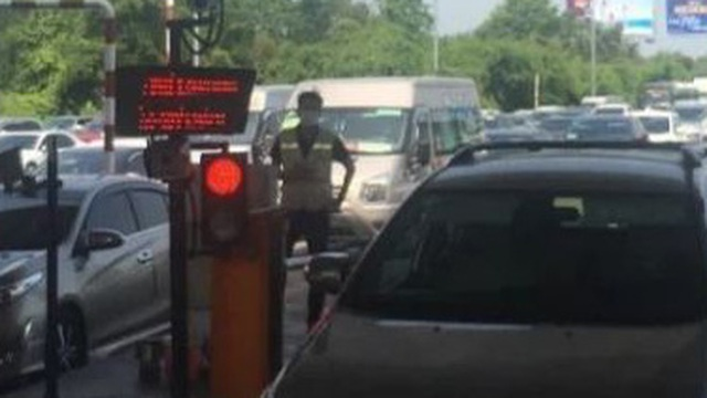 """Hàng nghìn xe """"bò"""" trên cao tốc nhưng không xả trạm, trạm thu phí Long Phước bị lập biên bản"""