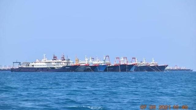 """Trung Quốc """"thanh minh"""" các tàu ở Ba Đầu là tàu cá, Bộ trưởng Philippines vạch rõ ý đồ"""