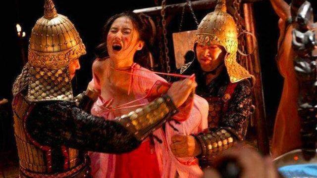 Lý do đáng sợ đằng sau việc nha dịch, binh lính thời cổ đại thường tranh nhau đi áp giải các nữ phạm nhân bị lưu đày