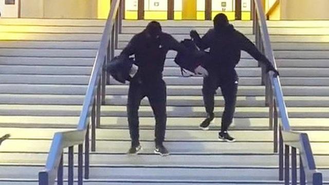 Dàn dựng cảnh cướp ngân hàng quá giống, hai nam YouTuber đối mặt án phạt 5 năm tù vì 'đùa dai'