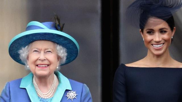 """Nữ hoàng Anh từng ưu ái và quý mến Meghan hơn hẳn mọi người nghĩ, nhưng cuối cùng lại bị cháu dâu """"phủi sạch"""" trong cuộc phỏng vấn"""