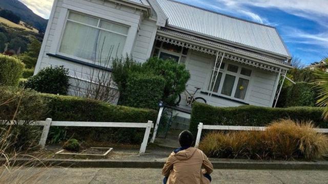 """""""Sốt"""" đất không tưởng ở New Zealand: Mất 10 tháng, gặp 100 người, xem 60 ngôi nhà mới chốt được hợp đồng mua bán"""