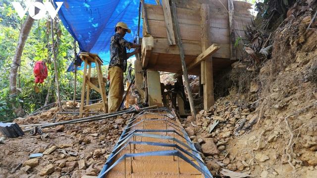 Đẩy đuổi gần 100 người ra khỏi mỏ vàng Bồng Miêu, Quảng Nam