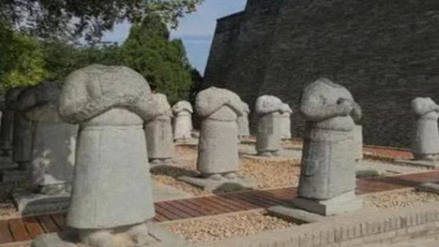 Bí ẩn 'rợn người' về 61 tượng đá không đầu trước mộ Võ Tắc Thiên