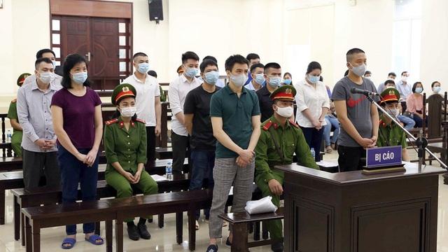 14 lãnh đạo, nhân viên Nhật Cường Mobile lĩnh tổng mức án gần 100 năm tù giam
