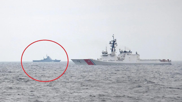 Tàu tuần tra của Mỹ và Nga 'dằn mặt nhau' ở biển Đen, ai sẽ rút lui?