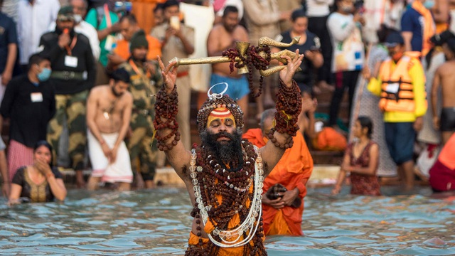 Thi thể trôi sông nhiều chấn động, bang Ấn Độ giăng lưới chặn ngang nhánh sông Hằng