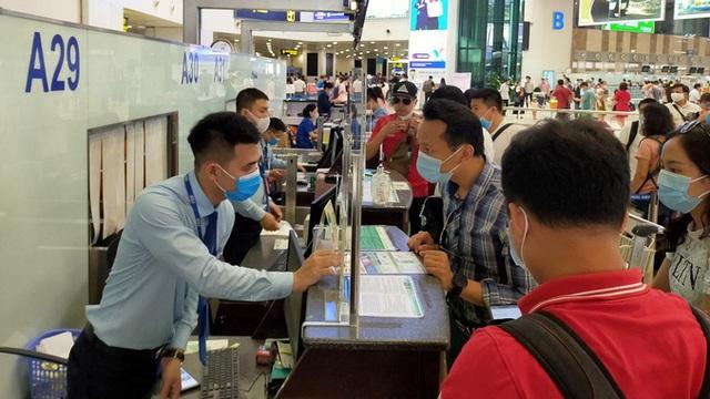 Yêu cầu hãng bay trả lại phí sân bay, an ninh khi hành khách hoàn, hủy vé