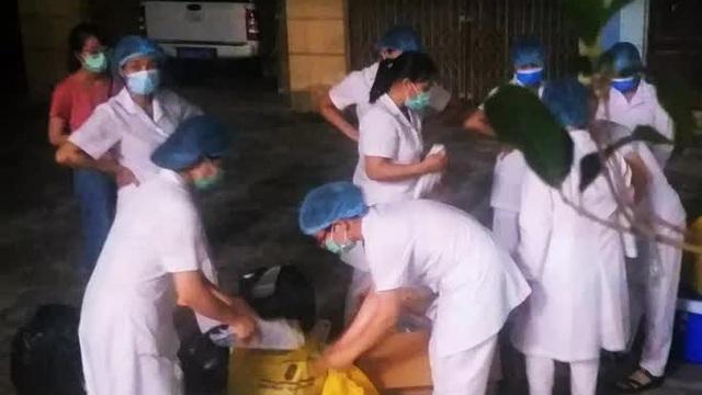 """Thuê nhóm thợ làm cửa có F1 của ca """"siêu lây nhiễm"""", ông 74 tuổi dương tính với SARS-CoV-2"""