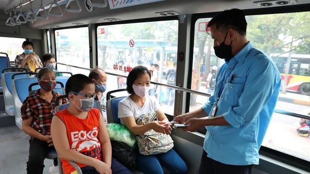 Đề nghị ưu tiên tiêm vaccine Covid-19 cho nhân viên xe buýt Hà Nội