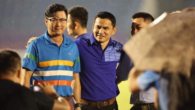 """Đội bóng V.League chi lót tay tiền tỷ cho một HLV Việt Nam, """"trải thảm đỏ"""" mời về cầm quân"""