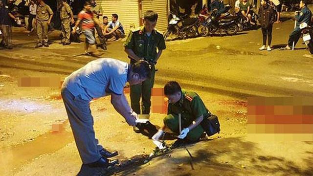 """Nhóm chủ nợ vác mã tấu đến nhà đòi tiền rồi chém """"con nợ"""" nhập viện ở Sài Gòn"""