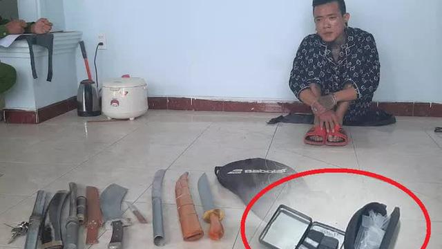 Bắt 2 đối tượng thủ nhiều đao kiếm, tàng trữ ma túy