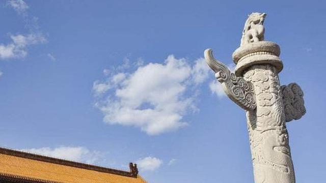 Quảng trường Thiên An Môn có 2 cột đá lớn, trên đầu còn có linh thú ngồi xổm: Tại sao các hoàng đế không dám phá bỏ chúng?
