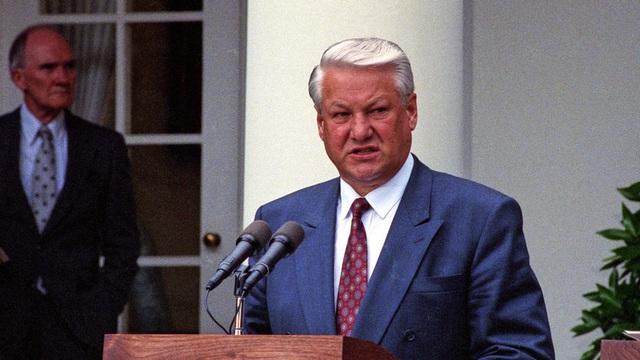 """Tiết lộ sốc: Hàng trăm nhân viên CIA đã """"giúp"""" cựu TT Nga Boris Yeltsin điều hành đất nước"""