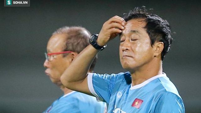 """Tuấn Anh phải tập với bác sĩ, """"người đóng thế"""" của thầy Park lo âu trước trận đấu quyết định"""
