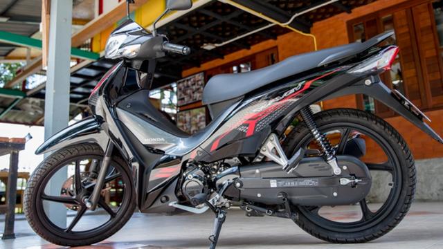 """Mẫu xe máy Thái đi 100km hết 1,3 lít xăng, giá 27 triệu đồng, """"chặt đẹp"""" Honda Wave Alpha"""