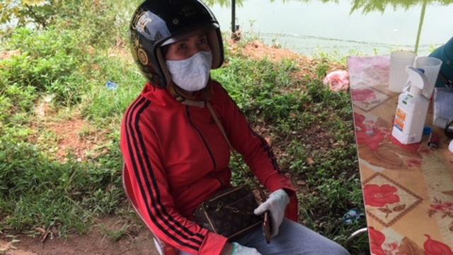 Nữ shipper dùng gạch tấn công cán bộ chốt kiểm soát dịch Covid-19 ở Bắc Giang