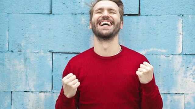 Hạnh phúc cũng giống như chơi cổ phiếu, quan trọng là phải biết thỏa mãn: Bài học thấm tới tuổi trung niên tôi mới nhận ra