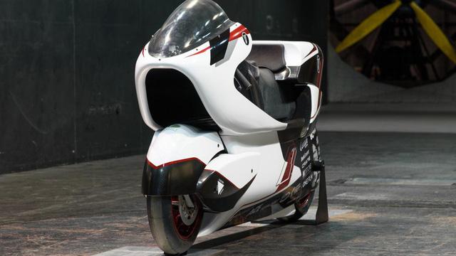 """Xe máy điện 2 tầng tốc độ """"khủng khiếp"""" 400km/h, ngang ngửa """"thần gió"""" Bugatti Veyron"""