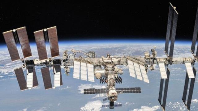 Hai phi hành gia Nga lần đầu tiên hoàn thành chuyến đi bộ ngoài không gian trong năm nay