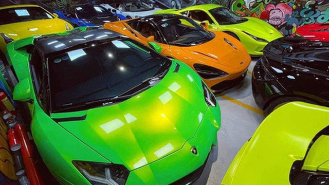 Dàn siêu xe trăm tỷ đỗ san sát nhau trong garage tại Sài Gòn, mỗi chiếc cách nhau chỉ gang tay khiến dân tình tò mò
