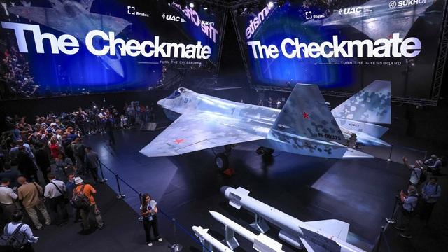 """Su-75 Nga """"vùi dập"""" chiến đấu cơ J-31 Trung Quốc: Kịch bản khiến Bắc Kinh run sợ!"""