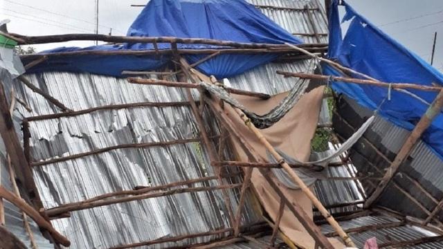 Người đàn ông bị tường đè tử vong sau khi lốc xoáy làm sập nhà