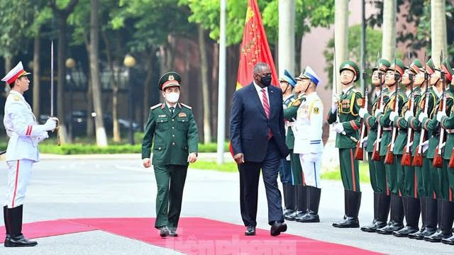 Bộ trưởng Quốc phòng Việt - Mỹ bàn về thực thi pháp luật trên biển