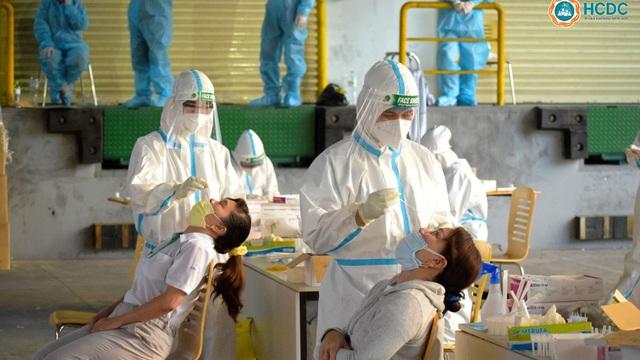 TP.HCM sắp chạm mốc 10.000 ca nhiễm Covid-19 tính đến ngày đầu giãn cách xã hội