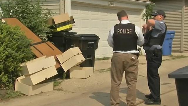 Đang đi đường thì thấy 1 cái ngăn kéo, định lấy về dùng bỗng người phụ nữ hoảng hốt gọi cảnh sát