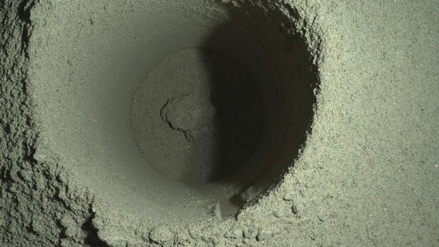 Perseverance thất bại trong nhiệm vụ thu thập mẫu đá sao Hỏa