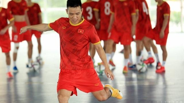 ĐT Việt Nam căng mình tập luyện trước trận giao hữu với Tây Ban Nha