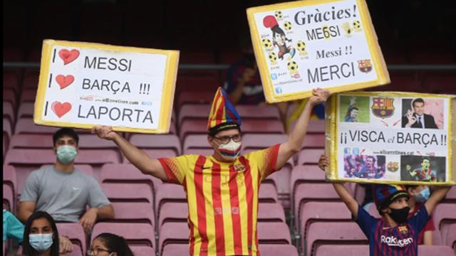 CHÙM ẢNH: Cule tri ân Messi, công kích Laporta