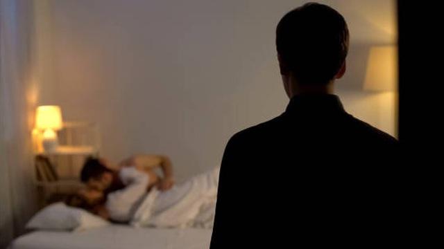 Bắt gặp vợ cùng tình mới ở trên giường, chồng gây ra thảm kịch cho 3 người, danh tính nạn nhân gây chấn động