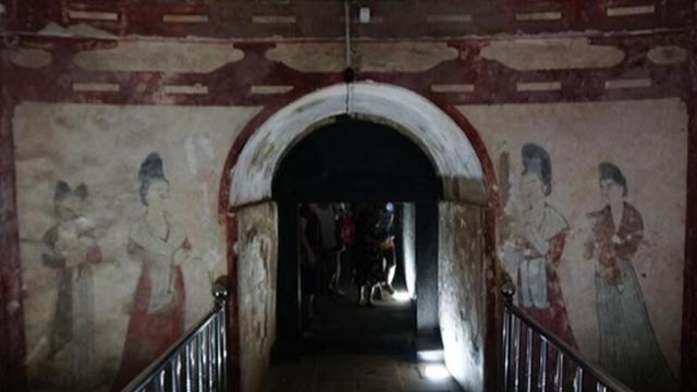 Trộm mộ xui xẻo nhất lịch sử, đào trúng mộ công chúa có đầy báu vật lóa mắt nhưng một món cũng không lấy được