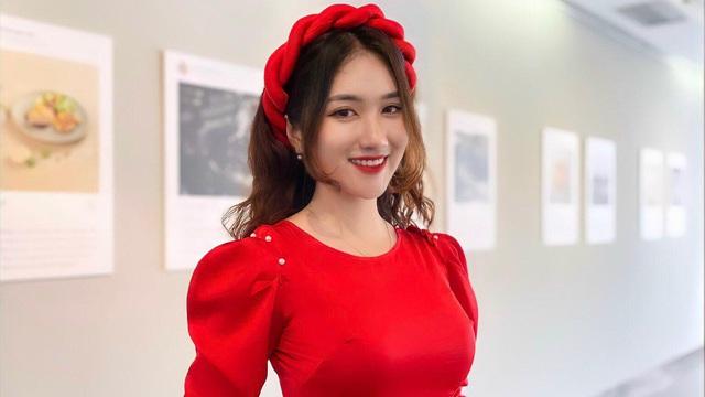 """MC Linh Nắng: Xinh đẹp đến """"hút hồn"""", xứng danh thánh nữ mới trong làng thể thao"""
