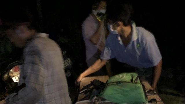 Đắk Lắk: Lâm tặc rút dao đe dọa lãnh đạo công ty lâm nghiệp cướp tang vật
