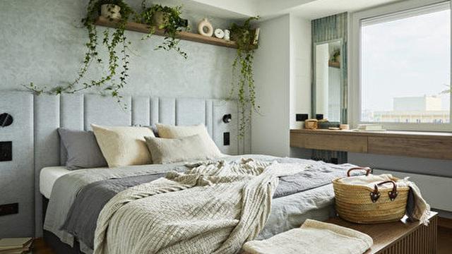 Nếu phòng ngủ quá nhỏ, bạn đừng ngần ngại sử dụng 5 thủ thuật này để ''phóng to'' không gian của mình: Đơn giản mà lại hữu dụng!