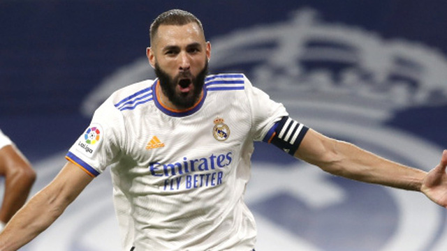 Real Madrid 5-2 Celta Vigo: Benzema ghi hat-trick, Camavinga ra mắt như mơ