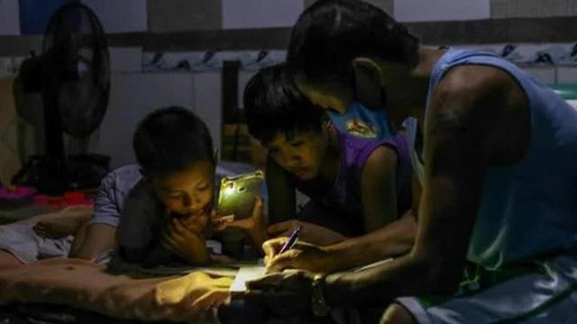 Philippines đối mặt 'khủng hoảng giáo dục' sau 2 năm triển khai học online